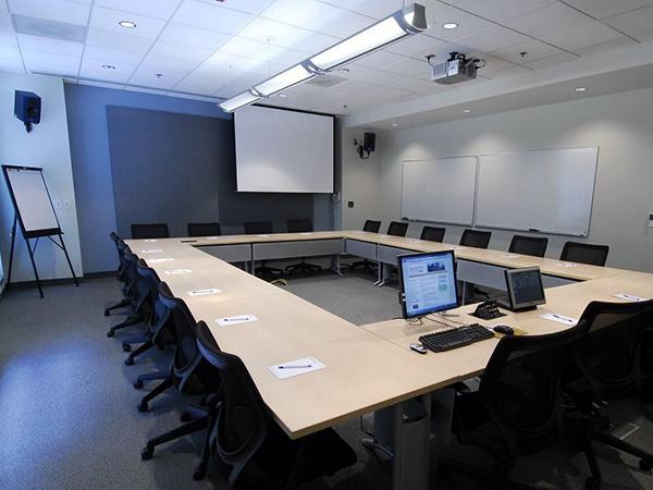 德菲瑞斯会议室